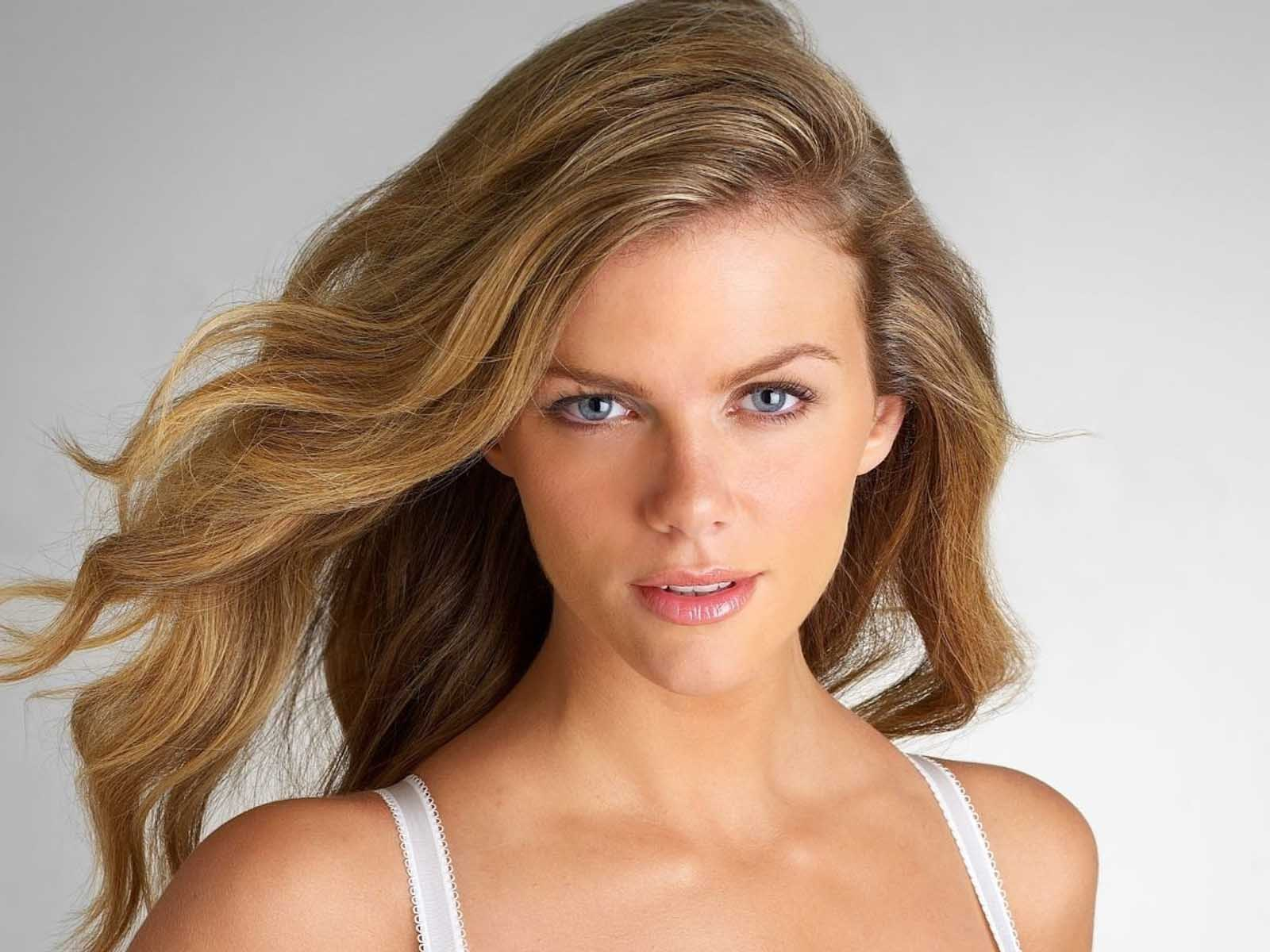 Brooklyn Decker - alls... Brooklyn Decker