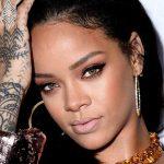 Rihanna Flaunts