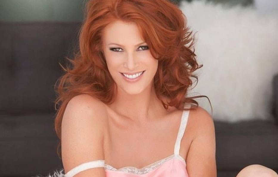 Angie Everhart Net Worth