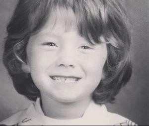 Childhood photo of Elizabeth Hanks.