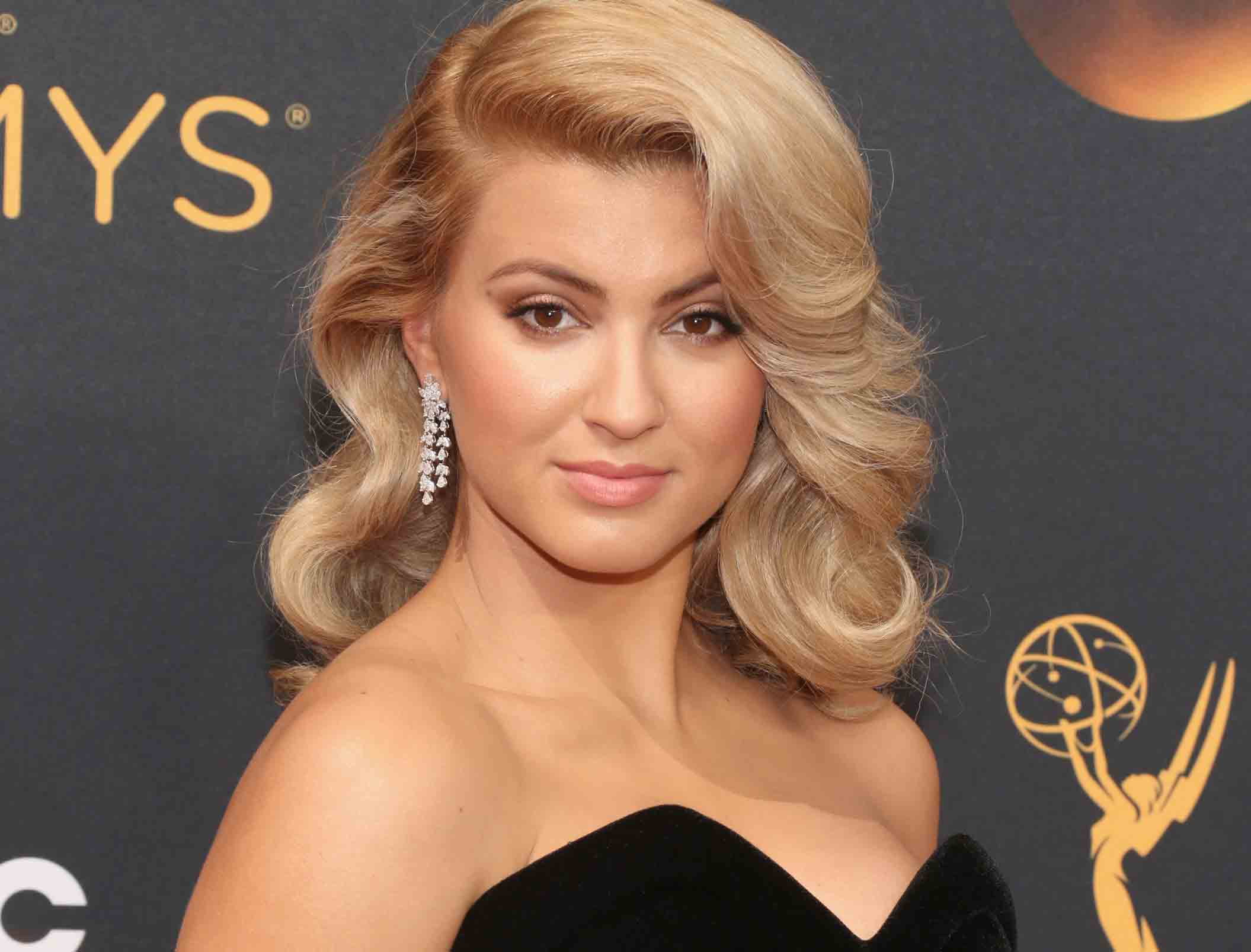 Tori Kelly Photos Bio Net Worth Height Boyfriend Body Affair