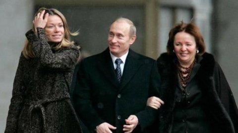 Mariya Putina with her father and mother