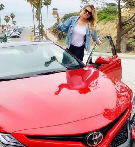 Amanda Balionis enjoys a net worth of $1 million
