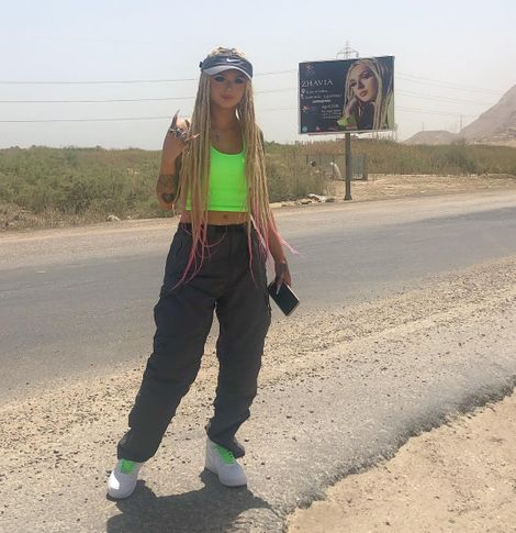 Zhavia Ward clicking a picture in front of her Hodding