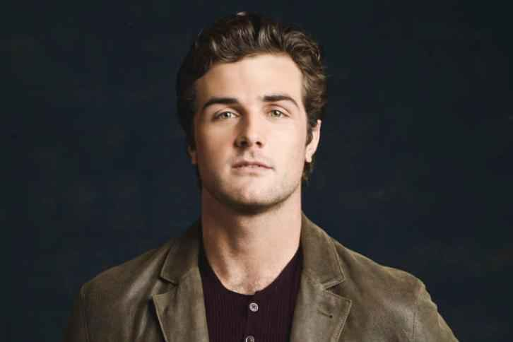 Beau Mirchoff Married, Wife, Net Worth, Age, Height & Parents
