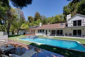 Allison Janney Buys Rehabbed Studio City House