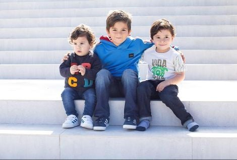 Thiago Messi Roccuzzo with his brothers