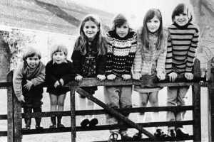 Magnus Fiennes Childhood