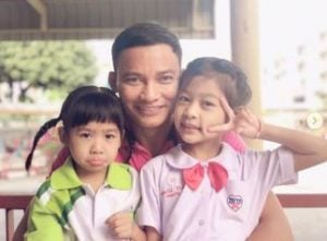 Piyarat's husband, Tony with their two daughters