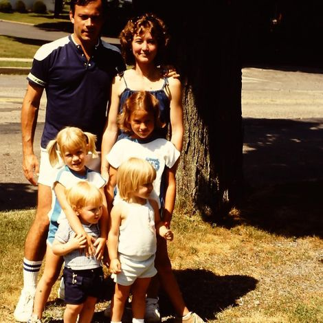 Sara Haines'with her parents & siblings