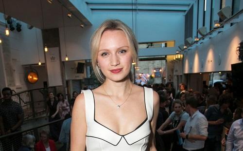 Picture of an actress Emily Berrington