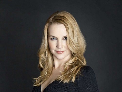 Actress Renee O'Connor image