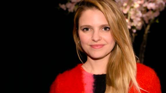 Sarah-Jeanne Labrosse Bio, Wiki, Age, Height, Boyfriend, Net Worth