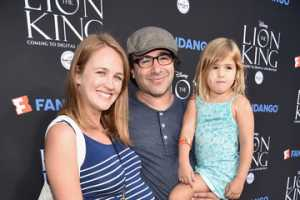 Sarah Thompson & Brad Kane with their daughter