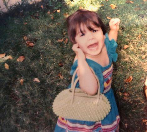 isa.arraiza's childhood picture