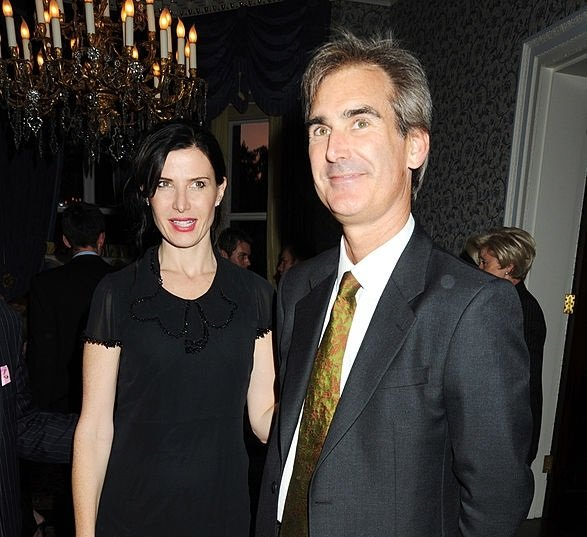 Ronni Ancona and her spouse Gerard Hall photo