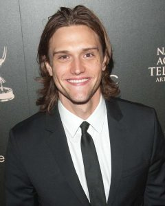 Hartley Sawyer arrived in an award function.