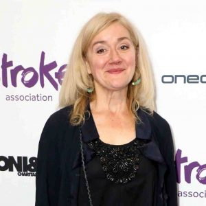 Sophie Thompson in red carpet.