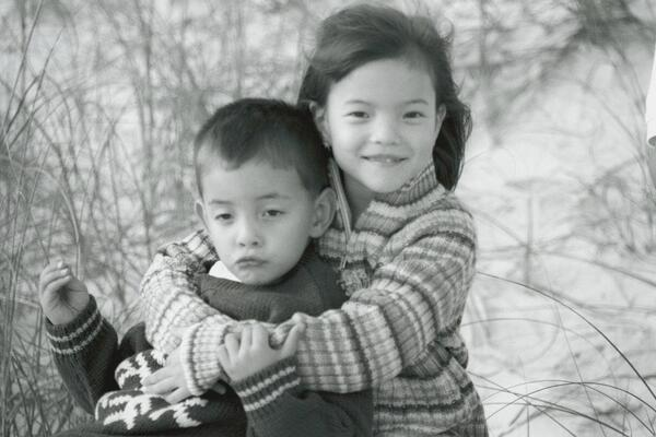 Childphoto of Piper Curda with her sibling.