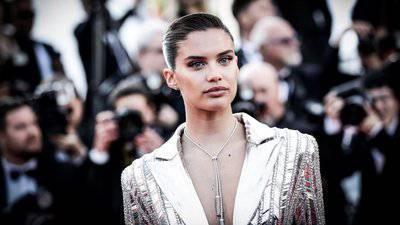 Sara Sampaio Bio, Net Worth, Dating, Boyfriend, Height