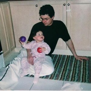Aaliyah Mendes' childhood picture with her father