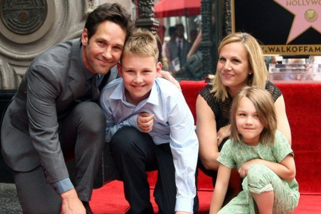 Paul Rudd with his spouse and kids