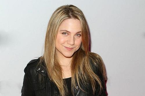 Picture of an actress Lauren Collins