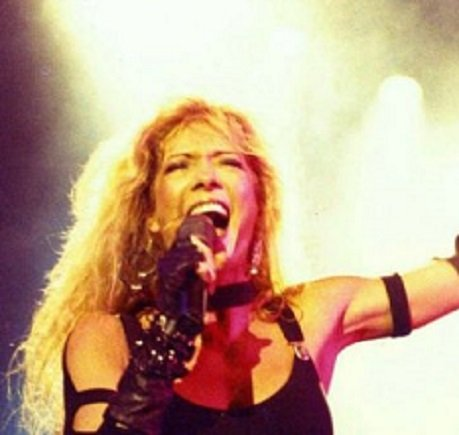 Singer Emi Canyn performing on stage,