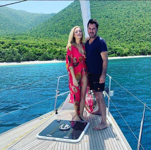 Jennifer Finnigan with her husband, Jonathan Silverman in Antisamos Beach Kefalonia.