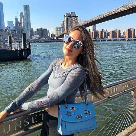 Cinta Laura enjoying her travel