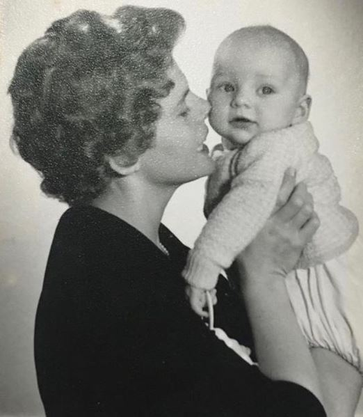 Childhood photo of Samara Weaving with her mother.