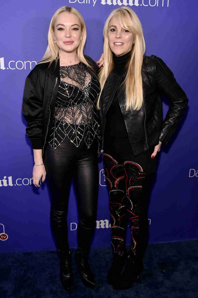 Dina Lohan with her daughter, Lindsay Lohan in the red carpet.