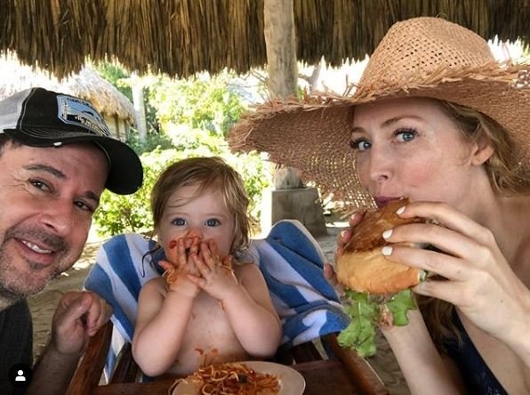 Jennifer Finnigan eating breakfast with her family in