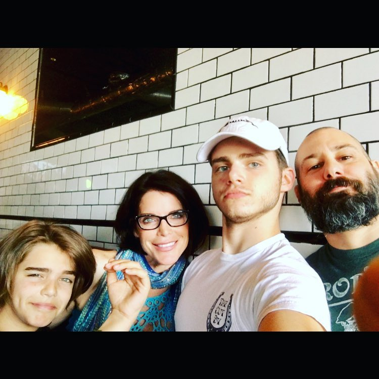 Lesli with her family
