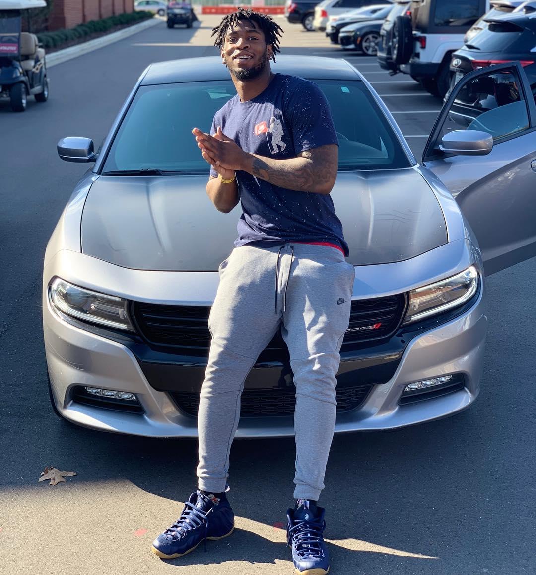 Eyabi on his car