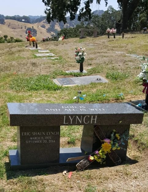 Eric the Actor's grave in Oakmont Memorial Park.