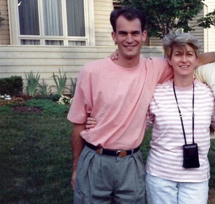 Photo of Edward Gibson and his wife, Julie Anne Volk.