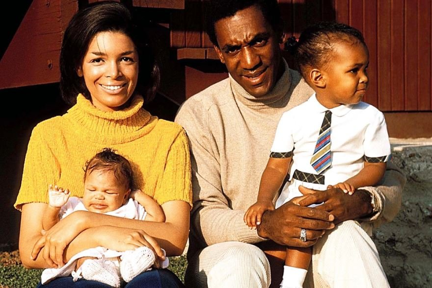 Childhood photo of Erinn Chalene Cosby in his father's arm alongside her mother and sister.