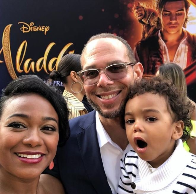 Edward Aszaard Rasberry in his father's arm while her mother taking a selfie at the premiere of Aladdin.