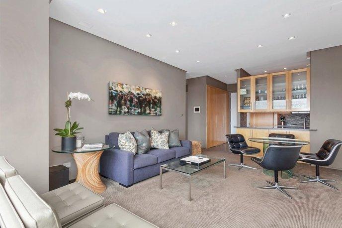 Drew Pinsky's apartment located in New York City, New York.