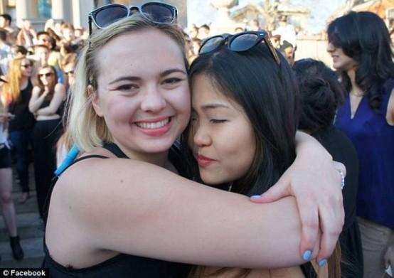 Paulina Marie Pinsky hugging her lovely friend.