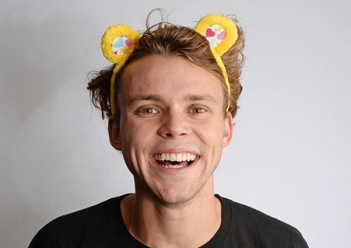 Ashton Irwin Bio, Age, Net Worth, Height, Girlfriend, & Dating