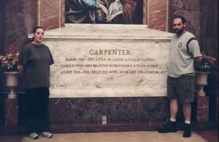 Photo of Karen Carpenter grave.
