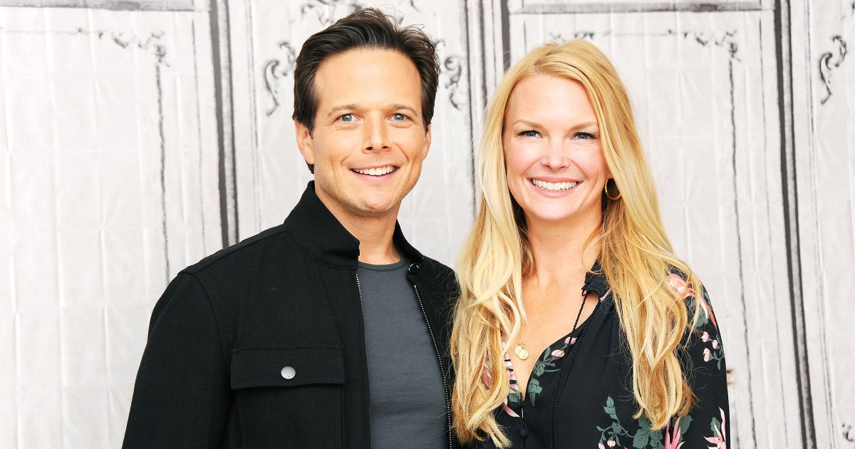 The 51 years old Scott Wolf with his wife