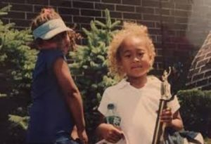 Naomi with her sister Mari during her childhood.