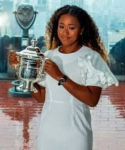 Naomi posing with her US Open title.