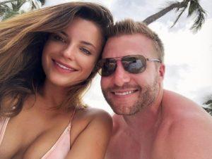 Sean and Veronika enjoying their vacation in Hawaii