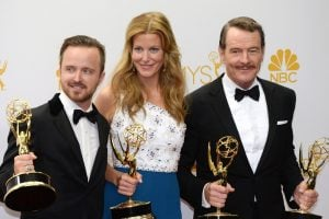 Anna with the cast of Breaking bad after receiving an award.
