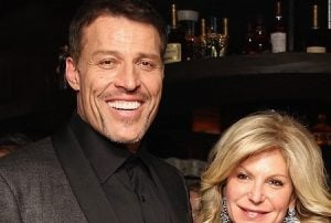 Becky Robbins Was Married To Tony Robbins Who Holds $500
