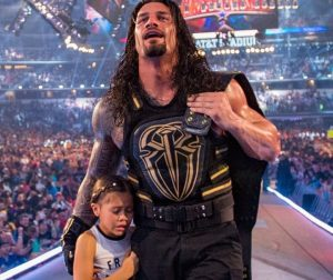 Joelle Anoa'i with her wrestler dad Roman Reigns.